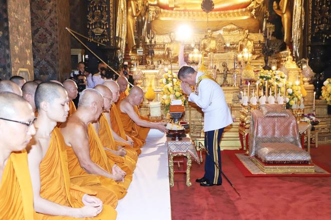 Hoàng hậu Thái Lan rạng rỡ bên Quốc vương trong sự kiện mới nhất