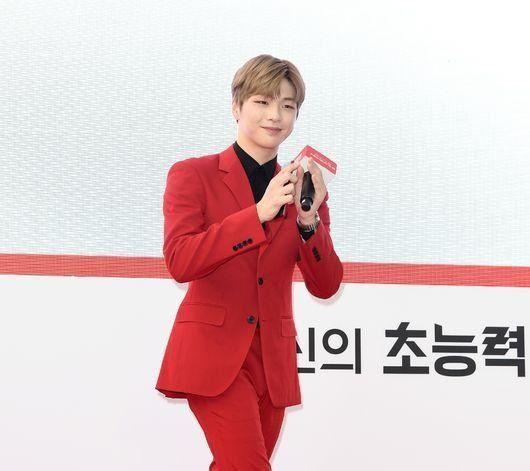 Sao nam Hàn chứng minh đẳng cấp khi diện suit: G-Dragon đầy khí chất