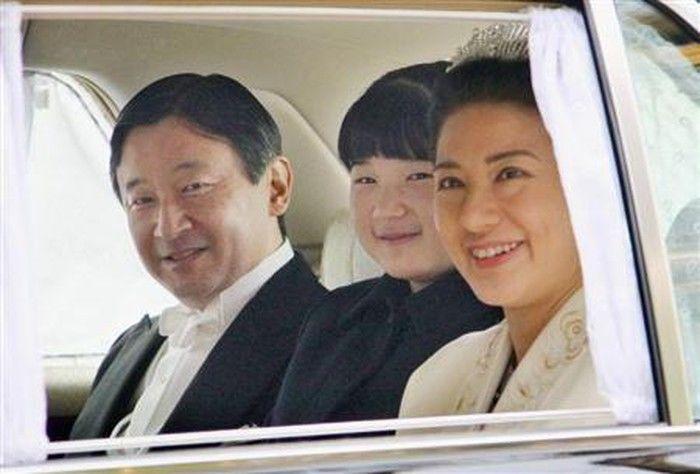 Cổ tích ngoài đời thực: Mối tình cảm động của tân Hoàng hậu Nhật Bản