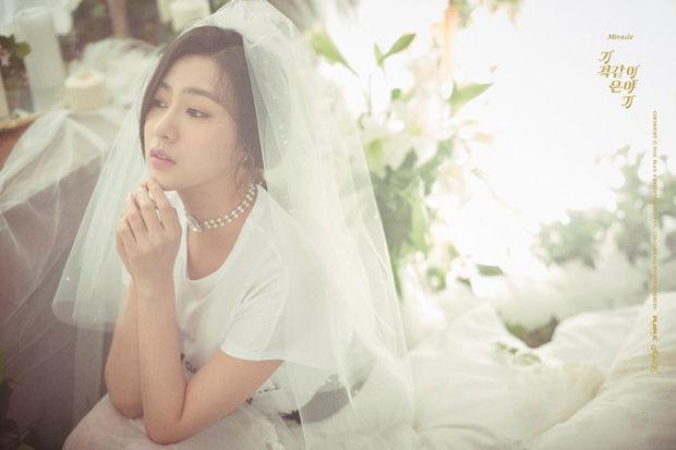Mỹ nhân Kpop hóa cô dâu: Red Velvet huyền bí, Twice hiện đại
