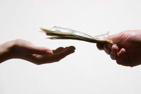 Cha mẹ lấy tiền lì xì Tết của con có thể bị phạt lên đến 1 triệu đồng