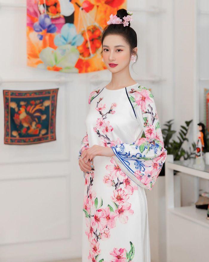 Jun Vũ diện áo dài đón Tết