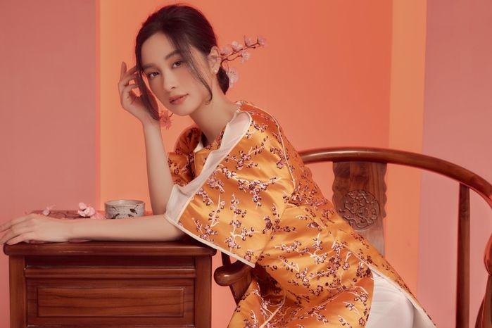 Jun Vũ khoe vẻ đẹp thanh khiết qua bộ ảnh áo dài chào năm mới