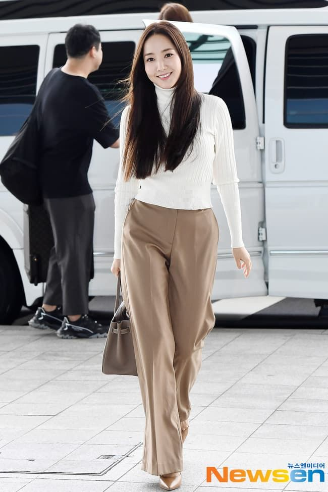 Chiêu lên đồ sân bay chất như Park Min Young: Ưu ái màu trung tính