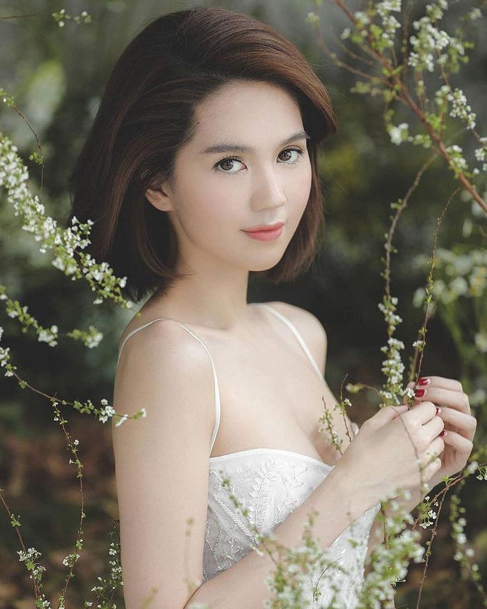 Khánh Thi đón tuổi mới bên Phan Hiển, Lan Ngọc chụp cận mặt cực xinh