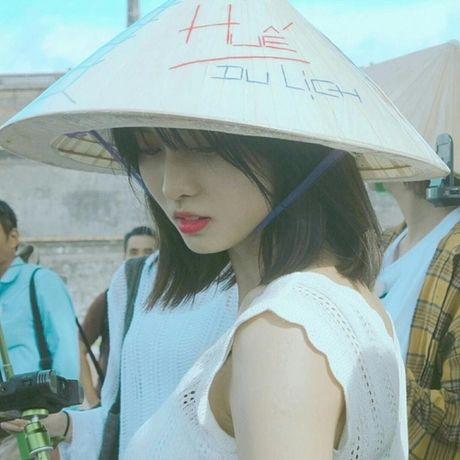 Idol nữ đội nón lá: Jennie cute vô đối, Hyomin chuẩn cô dâu Việt