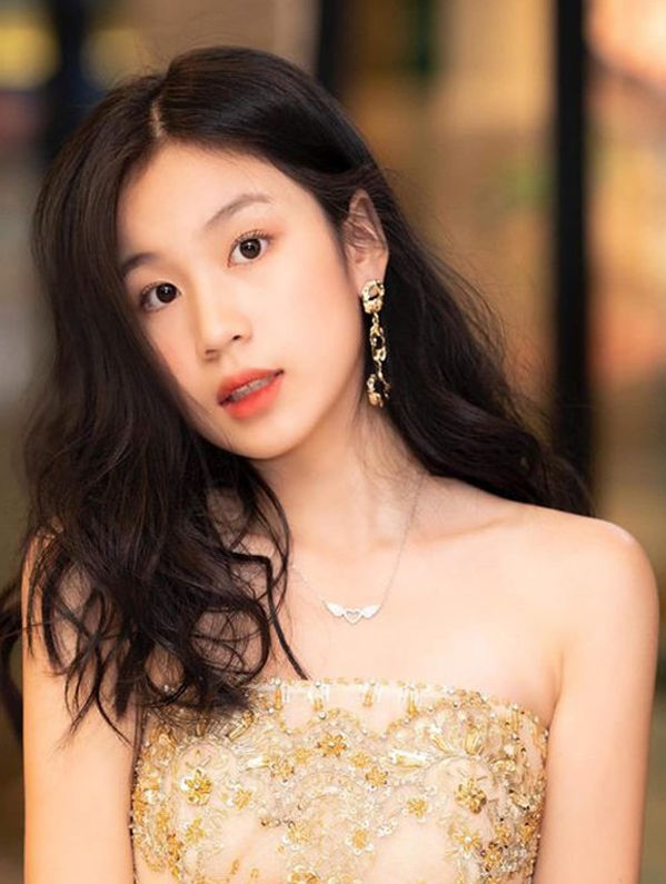 Con gái Lưu Thiên Hương càng lớn càng xinh đẹp, tài năng ngút ngàn