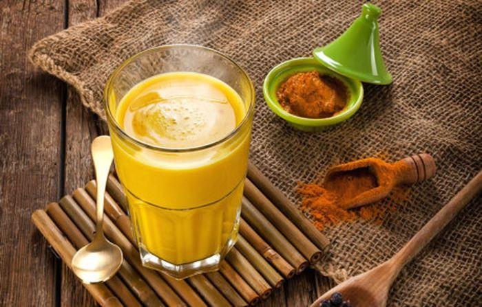 Giải độc cơ thể giúp da trắng hồng: Uống nước nho khô, chanh mật ong