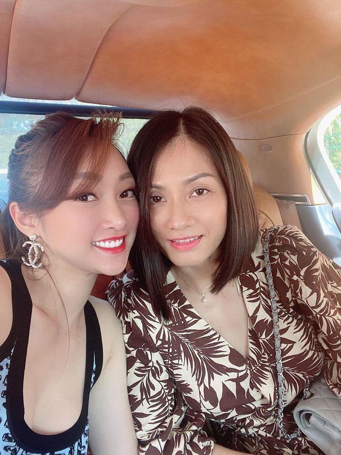 Khéo như bạn gái Chi Bảo: Thân thiết với vợ cũ, được lòng cả mẹ chồng