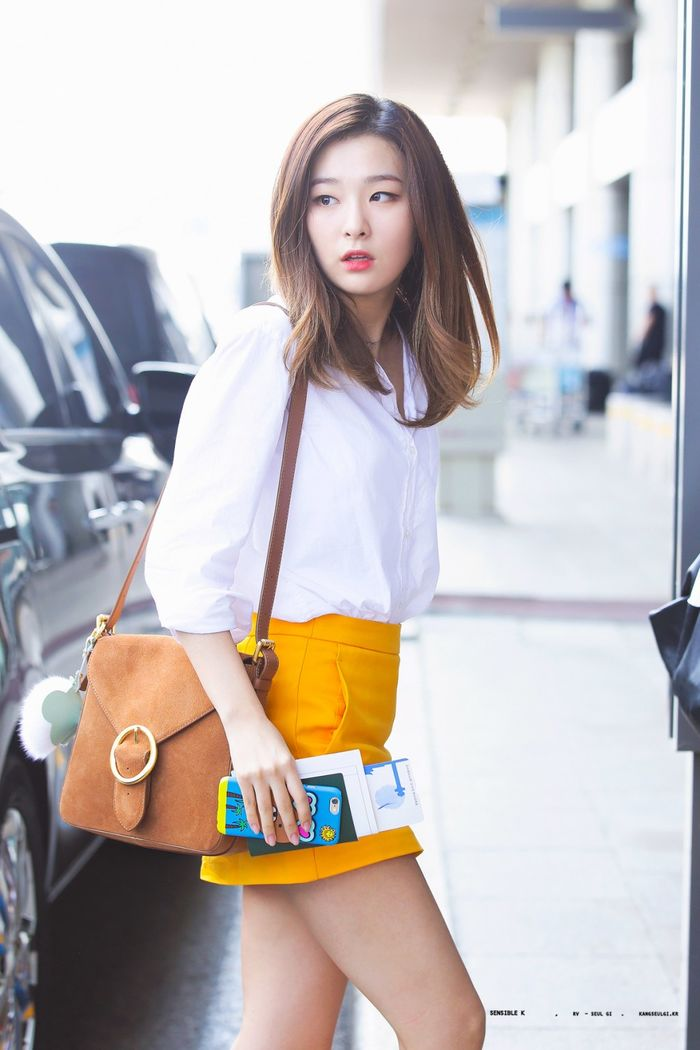 5 item ngỡ tầm thường nhưng giúp style sân bay của idol Hàn xịn hẳn