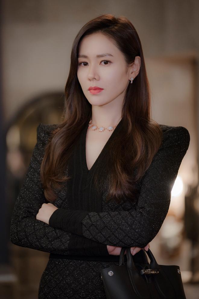 Ye Jin sang chảnh, IU quý tộc... tạo nên xu hướng thời trang qua phim