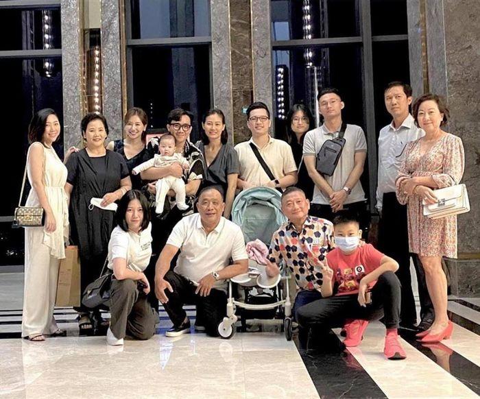 Hari Won chu đáo tặng quà sinh nhật sớm cho mẹ chồng