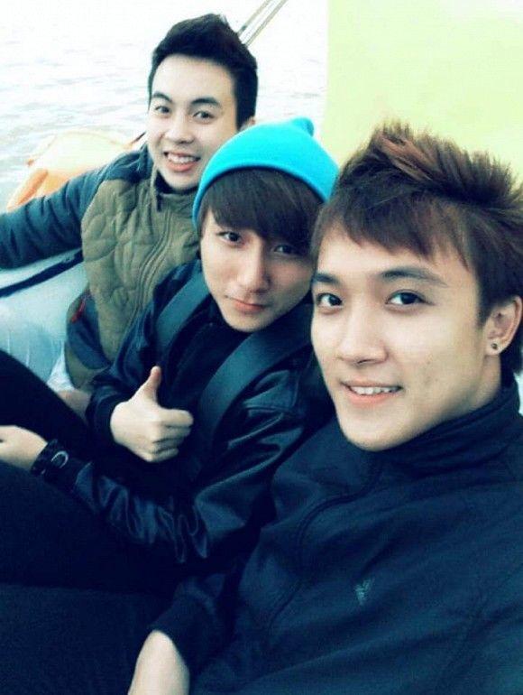 Sơn Tùng M-TP cùng hội bạn thân thiết từ thuở đi học