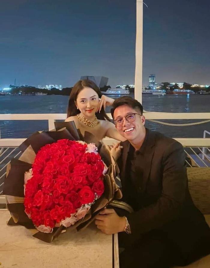 Từ ngày yêu, trang cá nhân của Matt Liu toàn chia sẻ ảnh Hương Giang