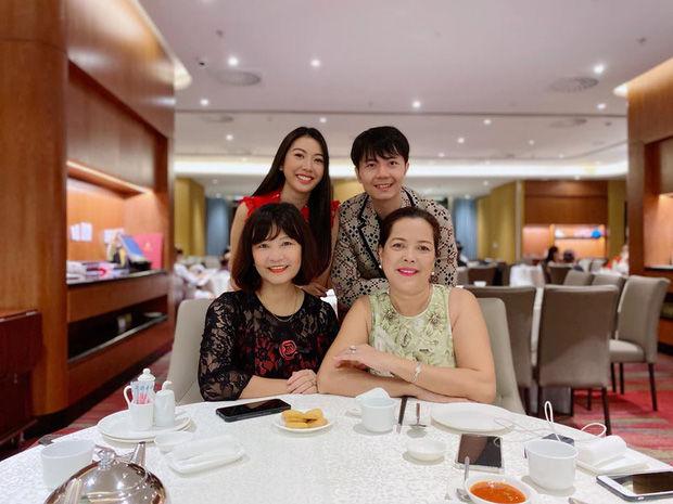 Ngưỡng mộ mối quan hệ thông gia thân thiết nhà sao Việt