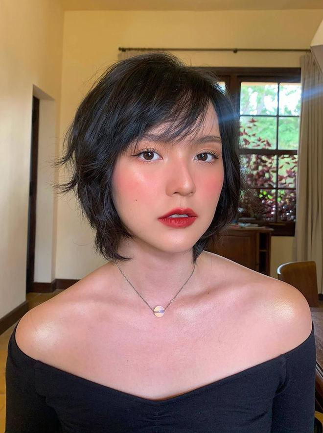 Profile Hải Tú: Từ người mẫu lookbook đến gà cưng của Sơn Tùng