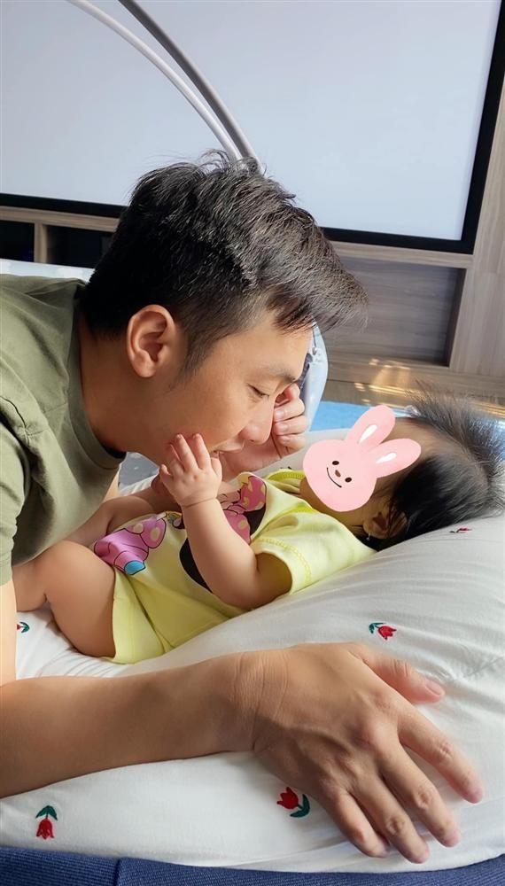Vợ chồng Đàm Thu Trang - Cường Đô la bị nhắc vì chăm con bất cẩn