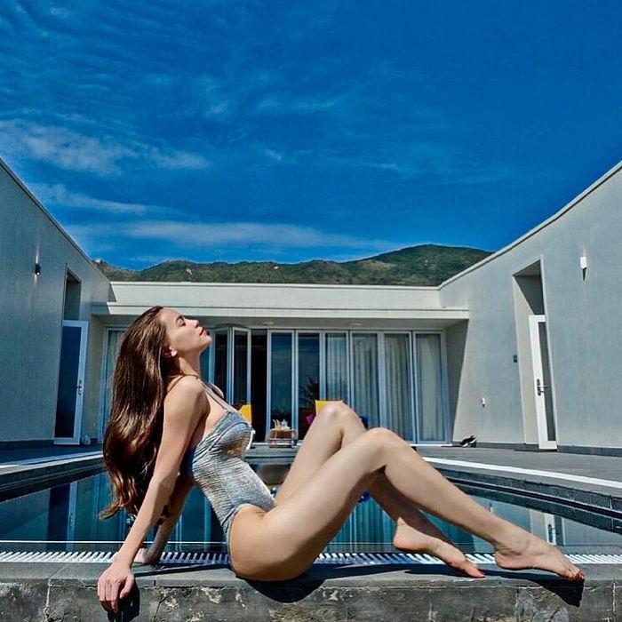 Hồ Ngọc Ha đăng ảnh bikini sau khi than thở ít like hơn hai con