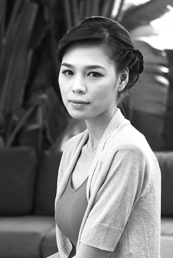 Hình ảnh thời thiếu nữ mộc mạc như gái quê của vợ  BTV Quang Minh