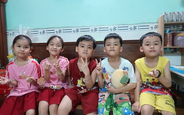 Mẹ sinh 5 duy nhất ở Việt Nam: Bác sĩ mổ cứ tưởng chỉ có 4 bé