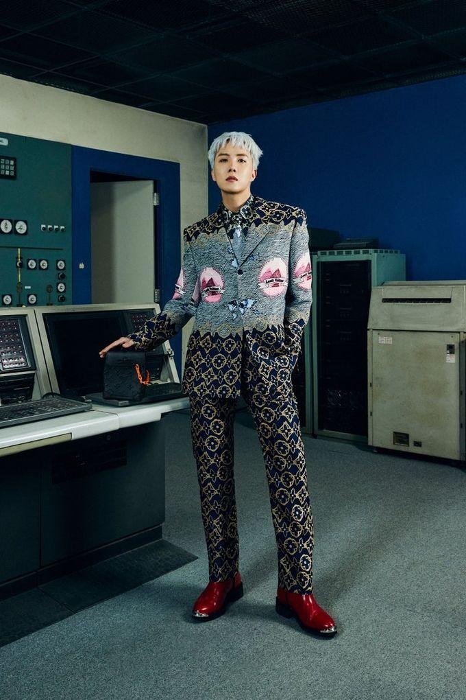 Sao Hàn lên đồ dự show thời trang: BTS, BLACKPINK thần thái đều đỉnh