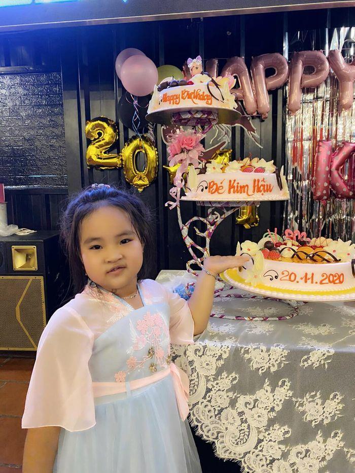Vừa chào đời, con sao Việt đã thử công việc của bố mẹ