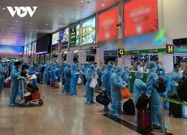 Đại gia thuê máy bay cho 400 người về quê: Cho người 1, trời cho 10