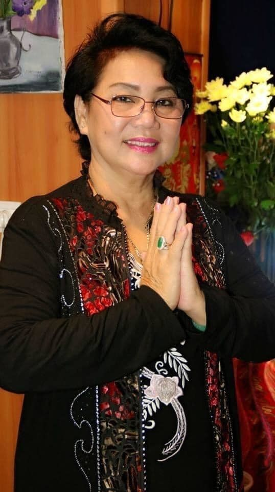 Sao Việt 24h: Bố vợ diễn viên Hoàng Mèo ra đi, Bình Tinh ôm tro cốt mẹ
