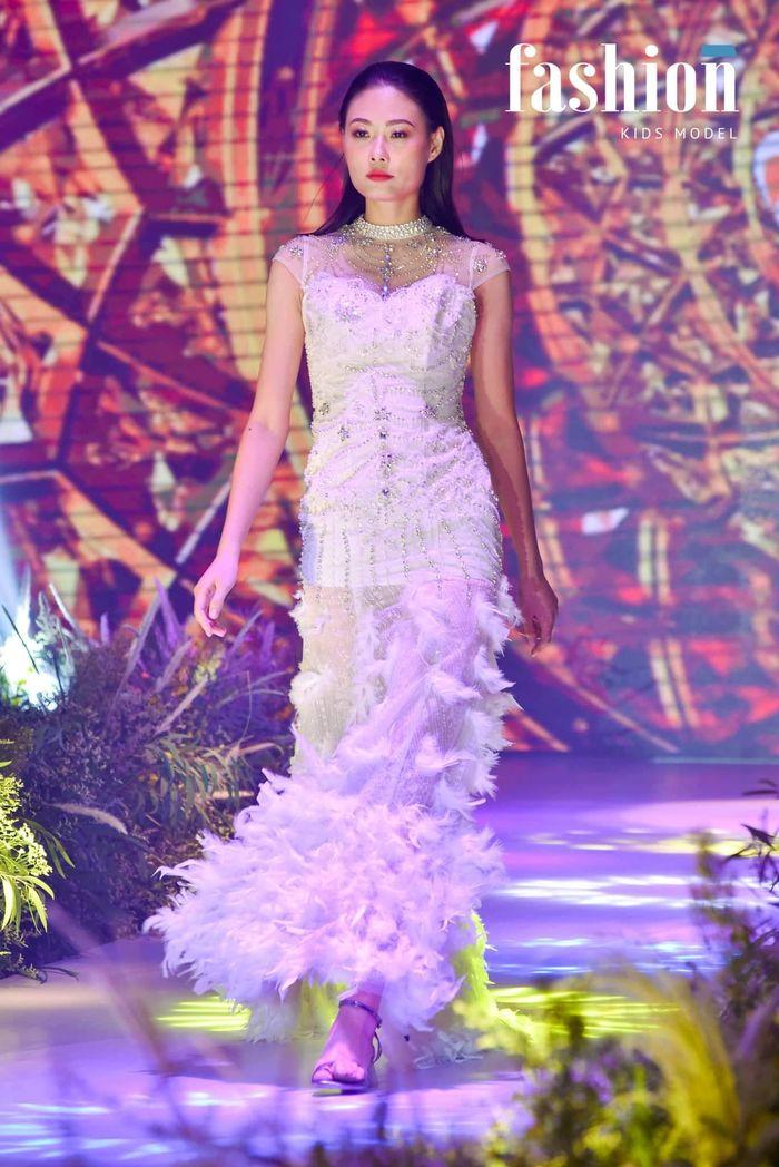 Top 3 Vietnam's Next Top Model 2012: Kha Mỹ Vân làm bà hoàng ở Dubai