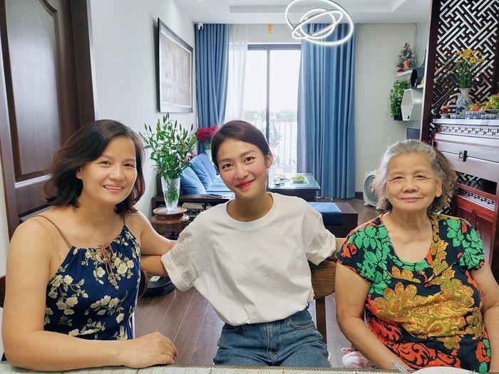 11 tháng 5 ngày: Khả Ngân - Thanh Sơn tình cảm ăn chung hộp cơm