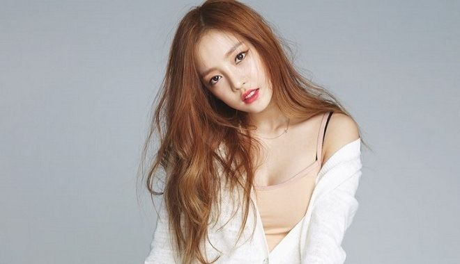 Goo Hara signs contract with J...